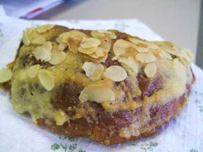 Almond_croissant