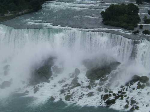 Falls_from_skylon